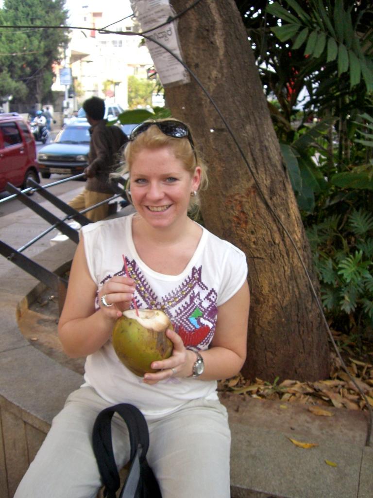 En je drinkt uit een kokosnoot, je wordt vanzelf groot.... ;) Lalalala